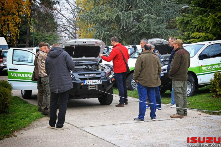 isuzu dmax crew cab vojvodinašume